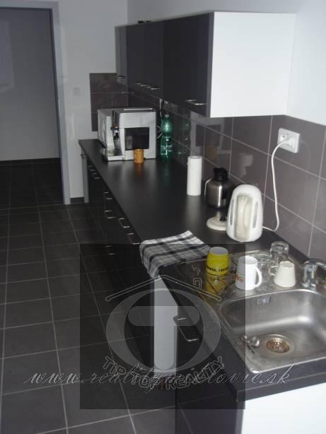 Ponuka - Prenájom/podnájom - Kancelársky priestor - Považská Bystrica, 40 m2. obr1